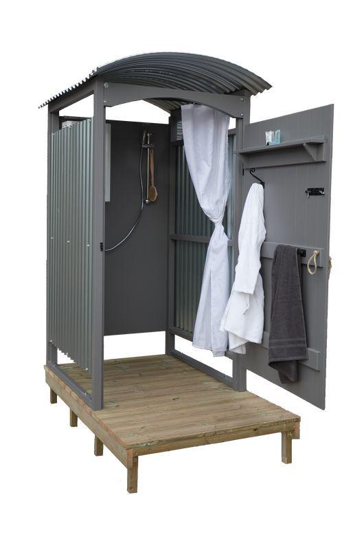 Außendusche zum baden – die Badehüte auf der Nase inspirieren und weiß streichen