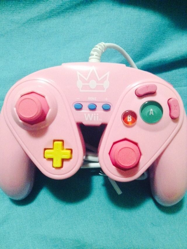 "neonasaurus: "" 💖💖💖 my new princess peach gamecube controller """