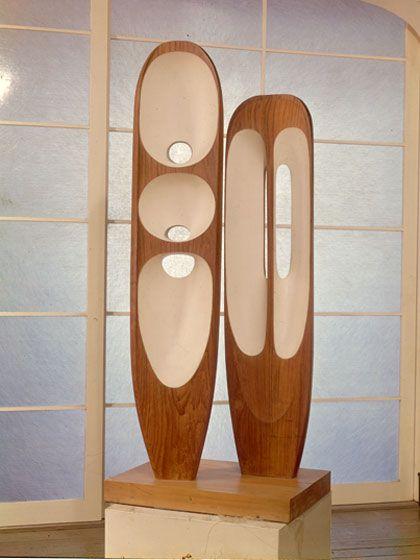 Barbara Hepworth (Angleterre, 1903-1975) – Two Figures (Menhirs) Teak (1954–55)