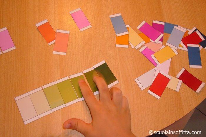 Ho realizzato delle schede Montessori dei colori che ho caricato in formato pdf da scaricare gratuitamente. Finalmente un esercizio che posso fare con entrambi i bambini contemporaneamente. Ho riprodotto le schede, che la Montessori ha ideato per affinare le capacità sensoriali. Secondo la sua teoria, esercizi di questo genere aumentano lo spirito di osservazione, il …