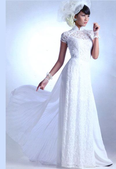 Oh my - i would love to wear this White lace Ao Dai someday ;)