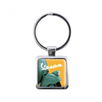 Metal keychain with historical pictures of the Vespa comunication printed on resin.