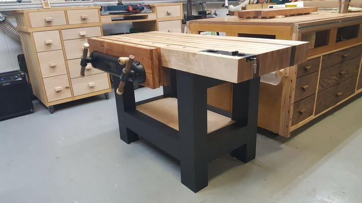 Traditional Workbench for a Power Tool Woodworker