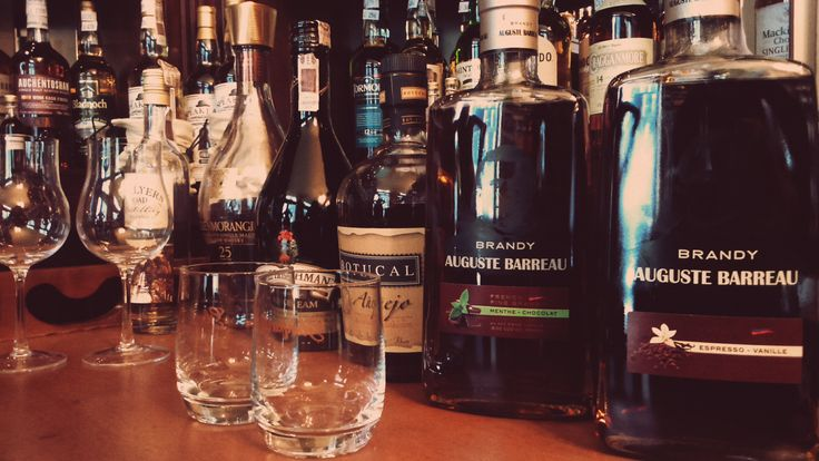 In the picture: Auguste Barreau Espresso Vanille, Auguste Menthe-Chocolate, Botucal Anejo, The Irishman Irish Cream, Glenmorangie 25YO, Hellyers and Road Peated  #sklepballantines #alcohol #brandy #augustebarreau #french
