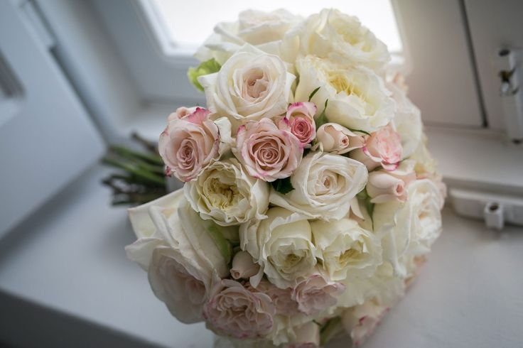The most romantic bridal bouquet! Full of roses, white and soft pink for the sweetest bride!