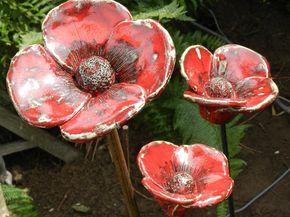 Rote Mohnblumen im Garten   – keramiek