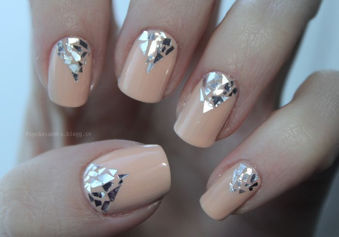 #nude #nails & mirroresque mosaic triangles from glitter flakes @Psychosandra