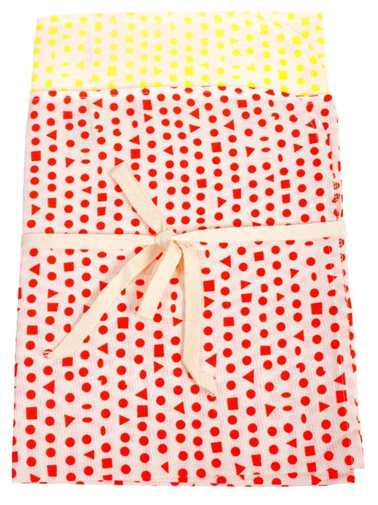 Buster kırmızı-sarı 2'li bez seti: 2'li tükürük bezi seti, organik baskı.    Materyal: GOTS sertifikalı % 100 organik pamuk