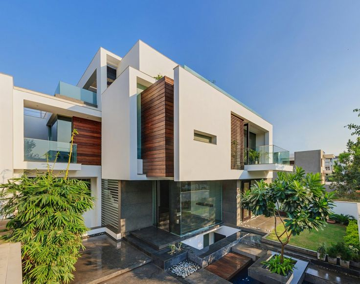 DaDa & Partners 'Overhang House'   New Delhi, India.