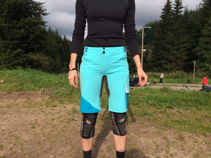 Review: CUBE AM Women's Mountain Bike Shorts with Liner http://totalwomenscycling.com/mountain-biking/mountain-bike-clothing/review-cube-womens-mountain-bike-shorts-liner-34910/