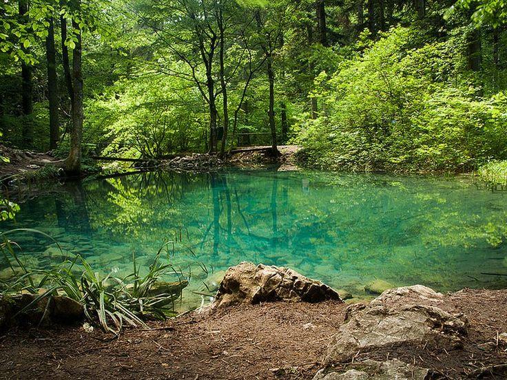 Peștera și izbucul Izvorul Albastru al Izei