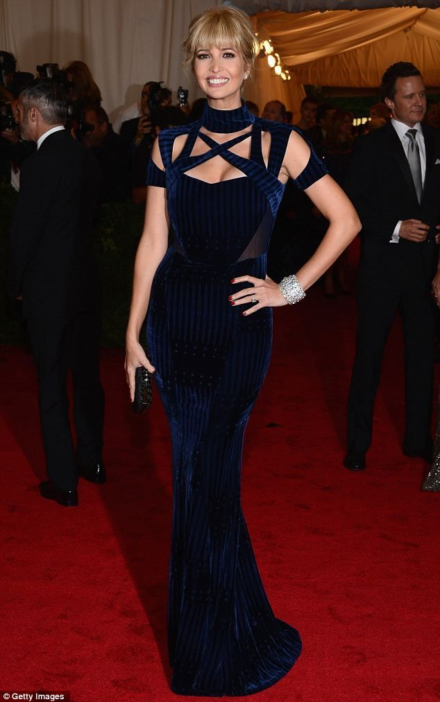 Ivanka Trump! Gorgeous frock: Favorite Red, Ivanka Trump, Blondes Bangs, Gorgeous Gowns, Carpets Moments, Red Carpets, Anjela Style, Blunt Blondes, Gorgeous Frocks