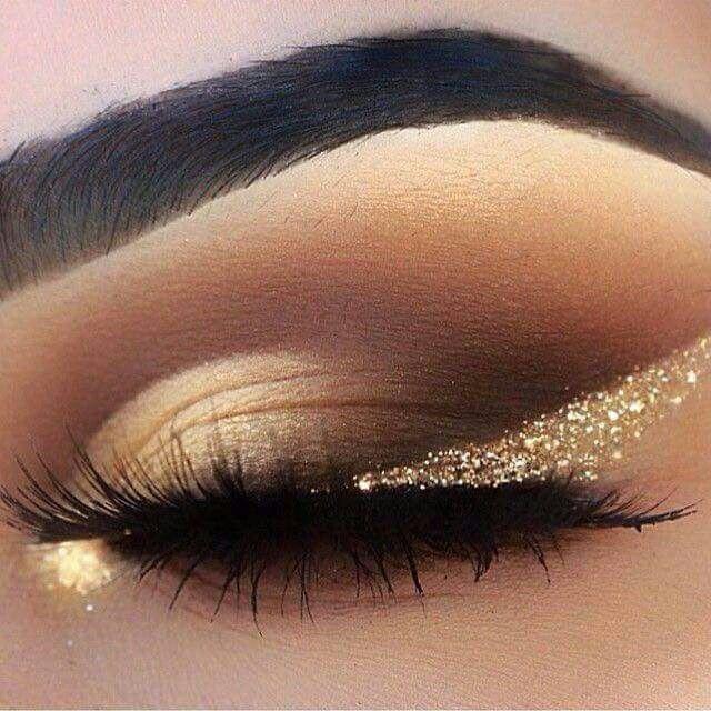 44 Awesome Golden Smokey Eye Make-up mit einem Schuss Gold.