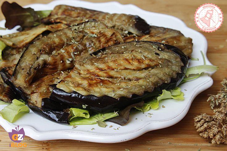 Le melanzane grigliate marinate sono facili e veloci da preparare e potete gustarle come contorno o come base per tanti altri piatti estivi.