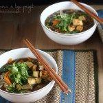 Supă de ciuperci cu tofu prăjit și tăiței