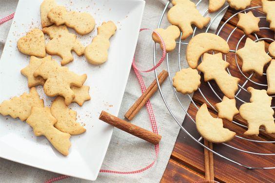 Und die Weihnachtsbäckerei geht weiter…  Na habt ihr noch Platz in eurem Bäuchlein für leckere Plätzchen? Heute habe ich ein Rezept für leckere Zimtplätzchen mit eiweißreichem Dinkelmehl für euch. Der Teig lässt sich super leicht ausstechen. Man kann bei diesem Plätzchen-Rezept also auch sehr gut zusammen mit Kindern backen, da der Teig während dem …Continue Reading...