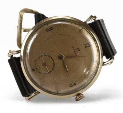 Old Omega watch, wicked! I want.