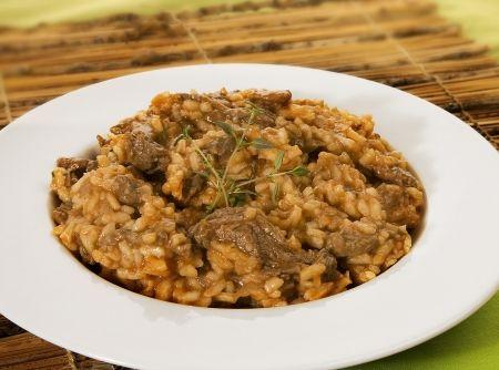 Risoto de Carne - Veja mais em: http://www.cybercook.com.br/risoto-de-carne.html?codigo=12736
