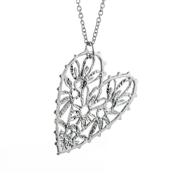 Sorella pendant. Photo Teemu Töyrylä.