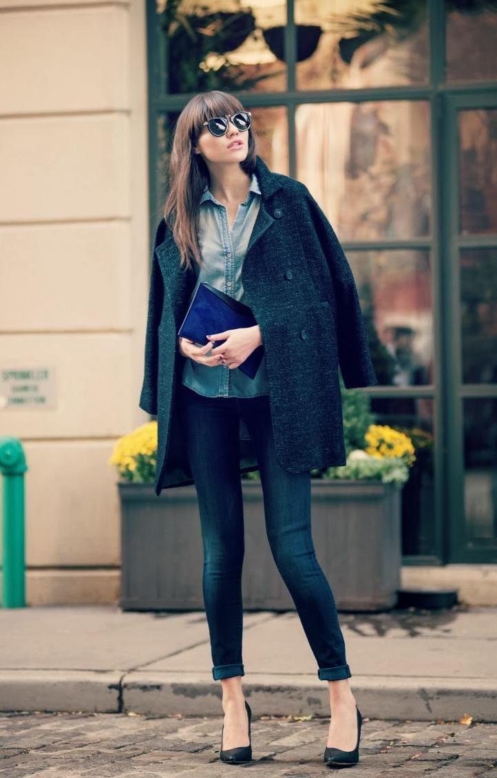 肩かけ、クラッチバッグ、ロールアップ。王道ですが、やはりおしゃれ。これくらいのコートのサイズ感すきです。