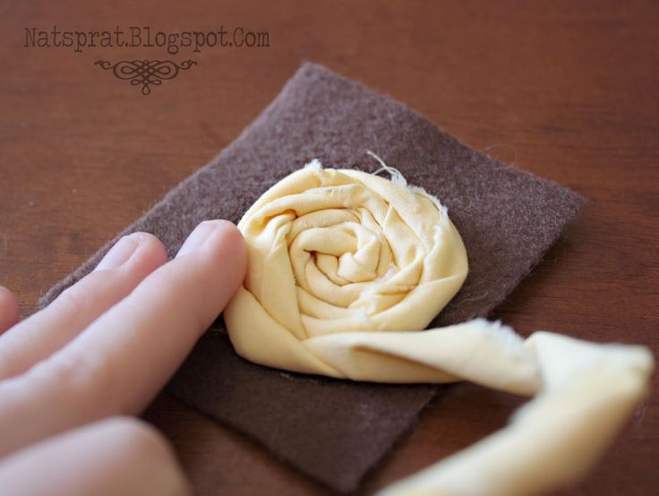 I've gotten a lot of requests for the tutorial on the rolled fabric rosette headbands! So, here you go! :)  YOU WILL NEED   *STRIPS OF FABR...