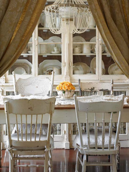 white and more white!Dining Rooms, Kitchens, Decor, Ideas, Mismatched Chairs, Dining Room Tables, Shabby Chic, White, Dining Room Chairs