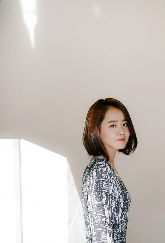 Perfil Nombre: 문근영/ Moon Geun-Young, Profesión: Actriz, Modelo, Cantante, Fecha de nacimiento: 06-Mayo-1987 (29 Años), Lugar de nacimiento: Gwangju, Corea del Sur, Estatura: 165 cm, Peso: 43kg, Tipo de sangre: B, Signo zodiacal: Tauro, Familia: Padres y una hermana menor, Agencia: Namoo Actors Dramas The Village: Achiaras Secret (SBS, 2015), The Goddess of Fire, Jung Yi (MBC,2013), Cheongdamdong Alice (SBS, 2012), Cinderellas Sister (KBS2, 2010), Mary Stayed Out All Night (KBS2, 2010),...