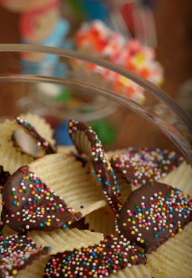 chocolate dipped ruffle chips - soooo good