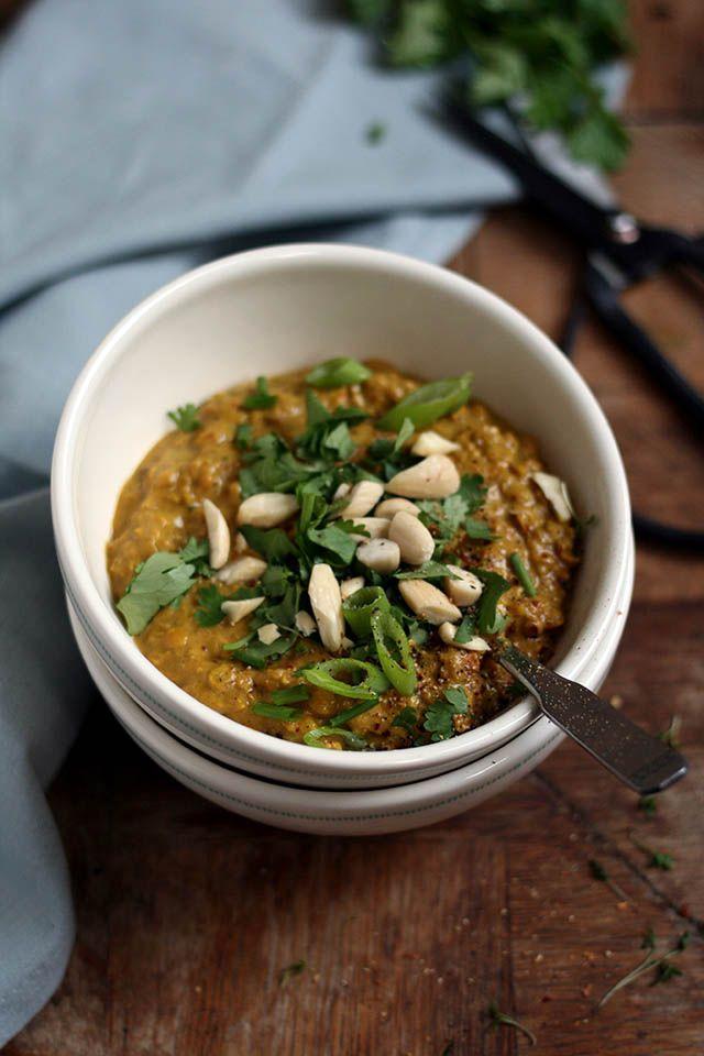 Dit recept voor Indiase linzencurry is vegetarisch. Makkelijke Indiase curry recept. Deze Indiase curry is lekker kruidig en vult goed. Lekker met naanbrood of rijst.