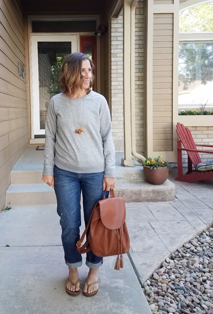 Outfit #13:grey sweatshirt+boyfriend jeans+camel flip-flops+cognac backpack+necklace - Style This Life. Summer Capsule Wardrobe 2017