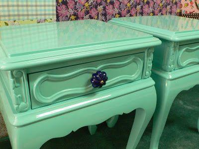 Ateliando - Customização de móveis antigos: Criados`  Puxadores importados em porcelana.  www.ateliando.blogspot.com