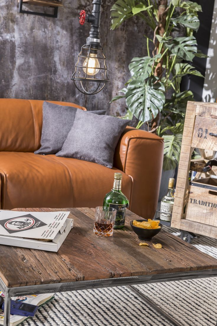 Fresno Sofa Retro Lässig Und Rustikal Das Fresno Sofa In Cognac Verleiht Ihrem Wohnzimmer Ein Charmantes Fabrikhallen F Living Room Partition Home Decor Home