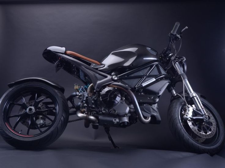 Ducati Monster 696 picture