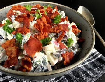 Skøn broccolisalat med æble, druer og bacon…