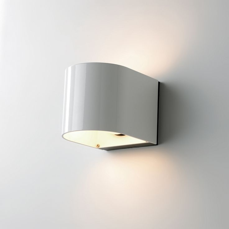 LightU outdoor wall lamp - white. Also available in black alu, alu and bronze.