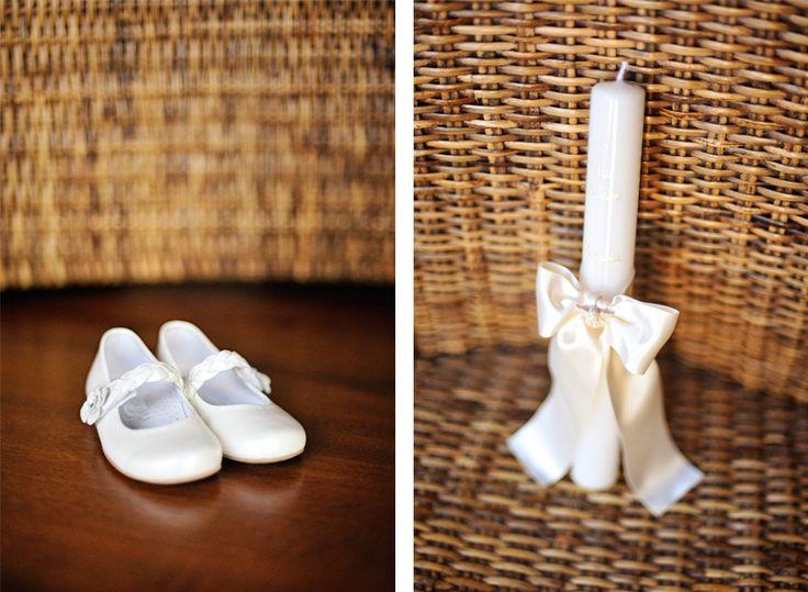 fotografia de Batizado em Lisboa a vela e os sapatos os detalhes