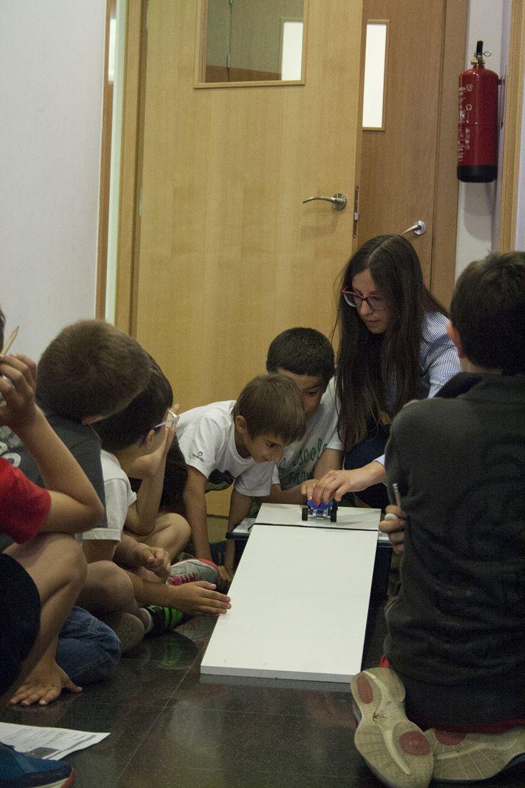 ¡La Robótica Educativa es un sistema de enseñanza interdisciplinaria que potencia el desarrollo de habilidades y competencias en los alumnos! #roboticaeducativa #robotica #educación #legoeducation #education #educacionbarceloa #educacio #barcelona
