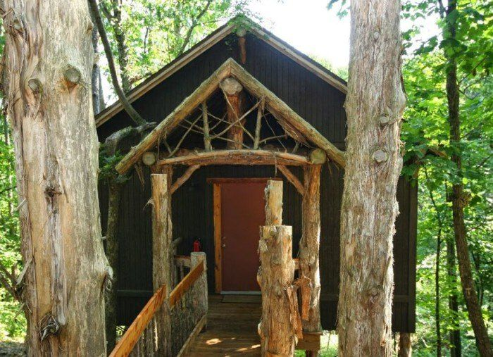 3 Oak Crest Cottages And Treehouses In 2020 Treehouse Cottages Tree House Eureka Springs Cabins