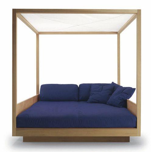 17 meilleures id es propos de lits baldaquins sur. Black Bedroom Furniture Sets. Home Design Ideas