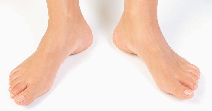 Exercícios de fisioterapia para entorses no tornozelo . Um entorse de tornozelo é uma lesão comum em esportes e outras atividades físicas. Ele pode incomodá-lo uma vez ou tornar-se um problema recorrente que, muitas vezes, precisa de cuidados. O entorse ocorre quando uma torção do tornozelo rasga os ligamentos em torno de sua articulação. Normalmente, isso acontece quando uma pessoa gira o tornozelo, ...