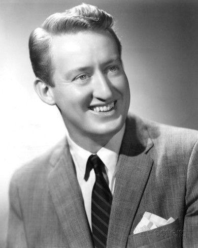 Tom Poston (17 de octubre de 1921 – 30 de abril de 2007) fue una actor televisivo y cinematográfico estadounidense. Destacó en la televis...