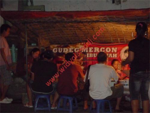 Gudeg Mercon Ibu Tinah Kranggan Yogyakarta, Gudegnya Pencinta Makanan Pedas