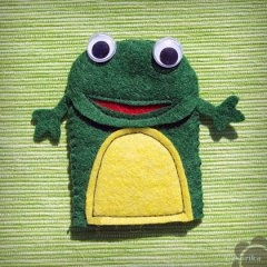Create your own frog puppet! Ideal toy to illustrate the lullaby :)