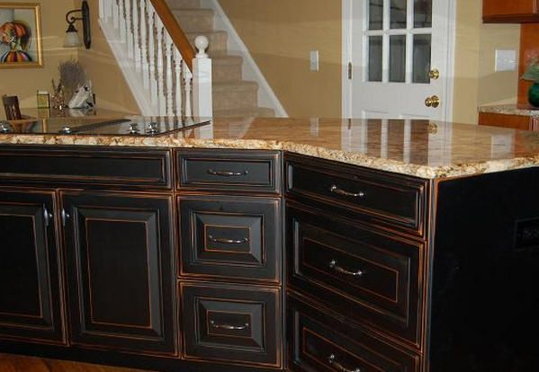 distressed painted kitchen cabinets 17 best ideas about white distressed cabinets on 6789