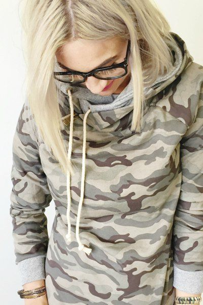 Stylish Hooded Long Sleeve Camo Print Pullover Hoodie For Women