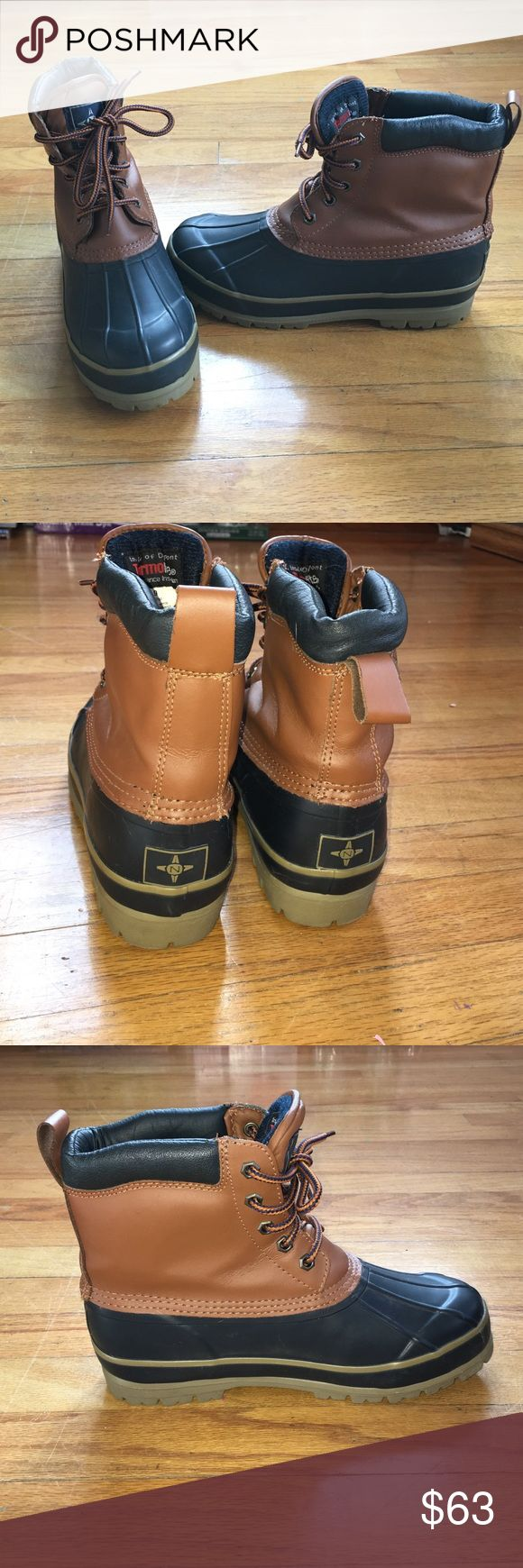 Women's duck boots! Women's size 9 duck boots! They Look great with winter outfits but these are also heavy duty boots to wear in the snow/rain/ice...etc! Hardly worn, looks like new! Very insulated on the inside so it will keep your feet warm as well! Any questions or concerns please feel free to ask if be happy to help! Shoes Winter & Rain Boots