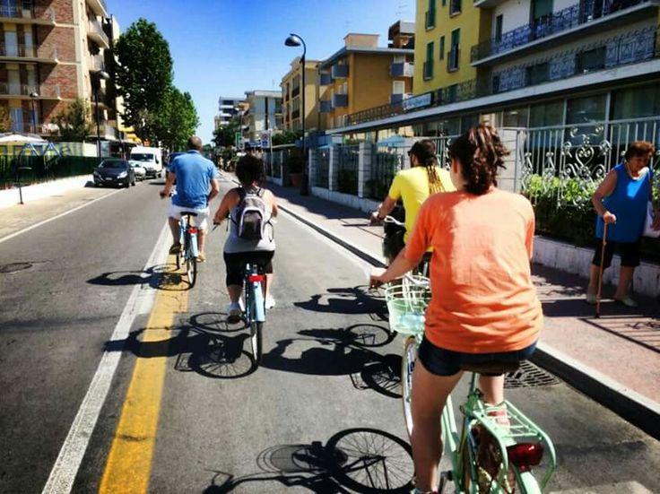 Benvenuti a Bellaria Igea Marina cominciamo con lo sport in bici per la cittá