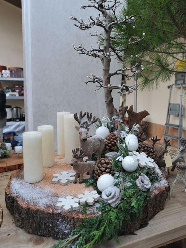 Decoreer eens een boomschijf ... met leuke herfst / kerst spulletjes. Nodig : boomschijf - tak - dennenappels - groene tak-mos -minikerstballetjes - kaarsjes - led verlichting -rendiertjes -houten figuurtjes-nep sneeuw ( snoeischaar -alleslijm)