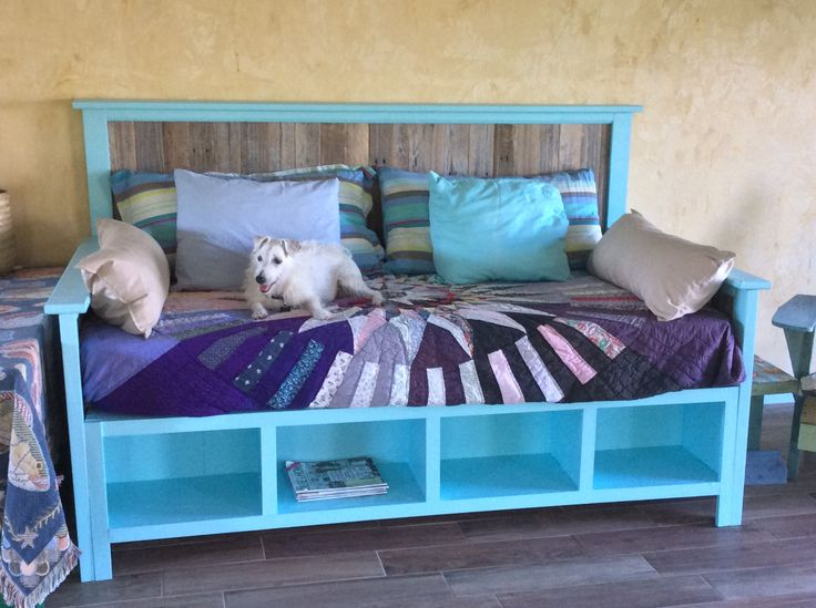 25 best ideas about diy daybed on pinterest daybed for White pallet bed