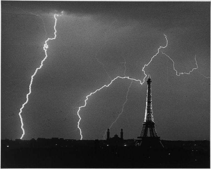 """""""Paris, l'été un soir d'orage"""". Paris, Centre Pompidou - Musée national d'art moderne - Centre de création industrielle - Photo (C) Centre Pompidou, MNAM-CCI, Dist. RMN-Grand Palais / Georges Meguerditchian"""